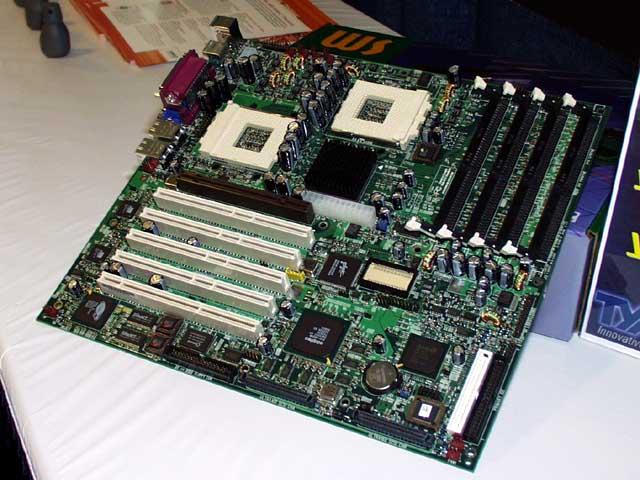 Tyan Dual Sockel-A Mainboard mit AMD-760MP Chipsatz