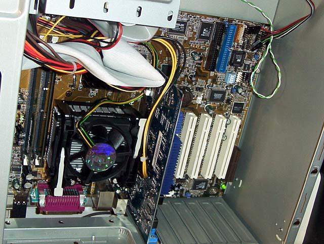 ASUS P4T1066 (Quelle PC Watch)