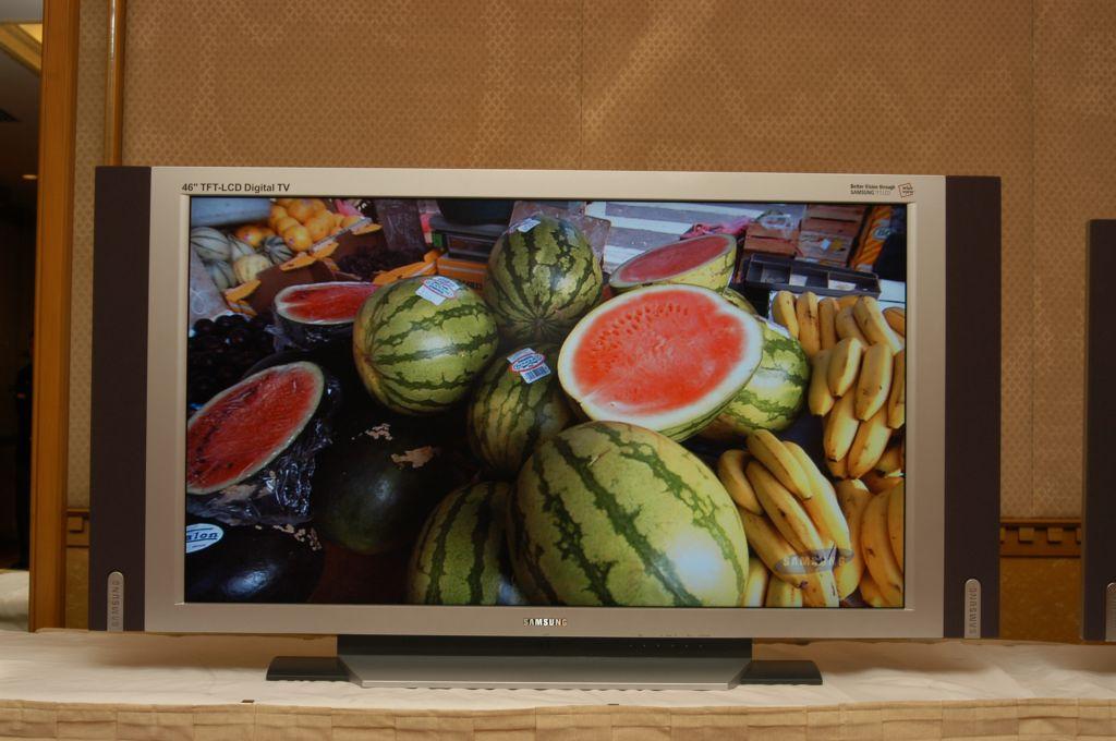 Samsung 46-Zoll Display als Fernseher