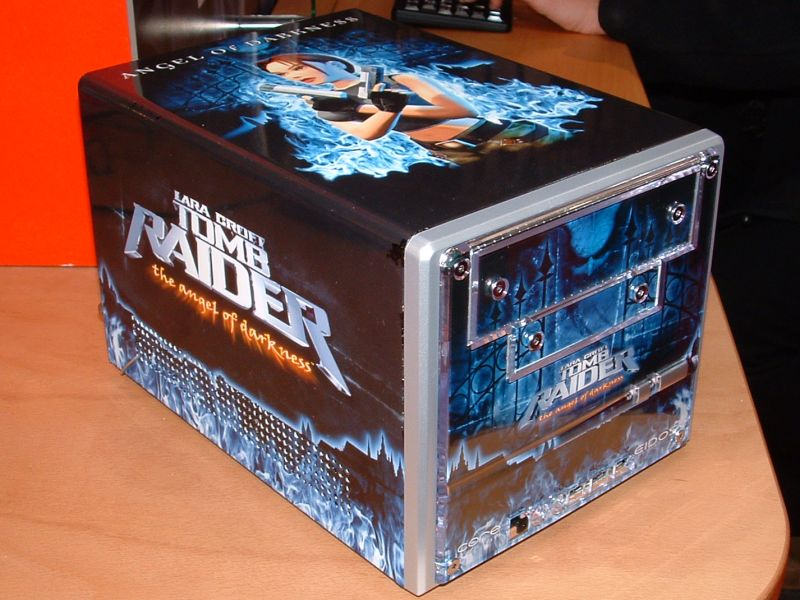 CeBIT 2003: Shuttle XPC Tomb Raider Special Edition