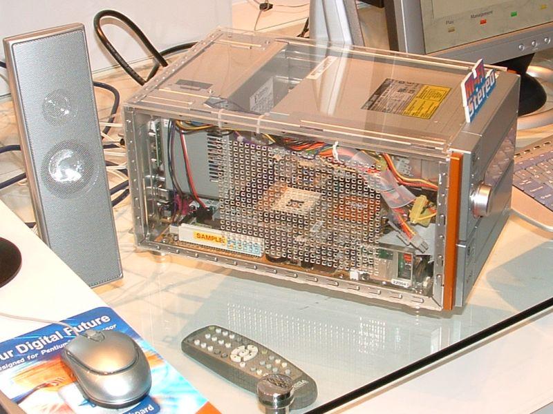 CeBIT 2003: MSI MegaPC