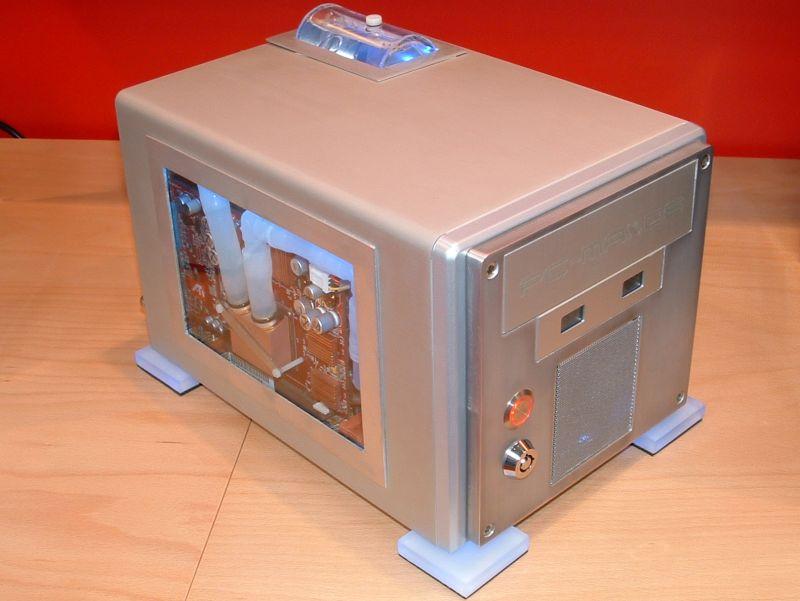CeBIT 2003: Wassergekühlter Shuttle XPC