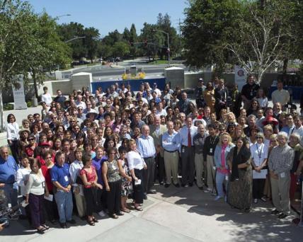 Intel-Angestellte bei der 35-Jahr-Zeremonie