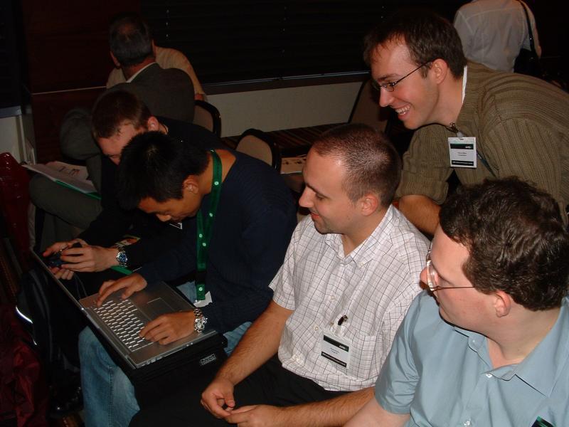 Kollegen von NBC Giga, ZDNet, TweakPC, ComputerBase und Tom's Hardware Guide (verdeckt)