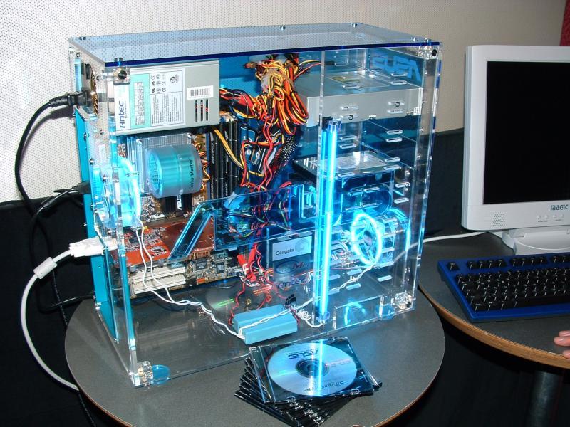 PC mit ASUS Radeon 9800 XT