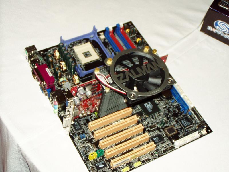Sapphire Radeon 9800XT UE onboard