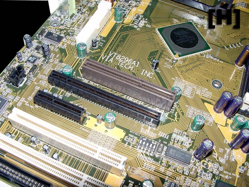 VIA PT890 Referenz-Mainboard mit AGP und PCI Express x16