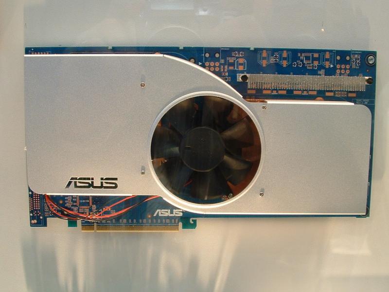 ASUS Dual-Chip GeForce 6800 Ultra mit Kühler