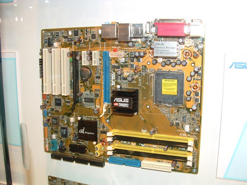 ASUS P5RD2 Mainboard mit ATI RD400 Chipsatz auf der CeBIT