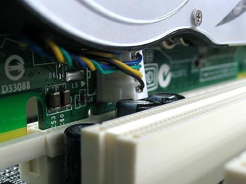 Leadtek GeForce 7800 GTX im MSI K8N SLI - Stromstecker leicht verbogen, aber keine Probleme