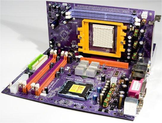 Das Board mit aufgesteckter SIMA-Karte
