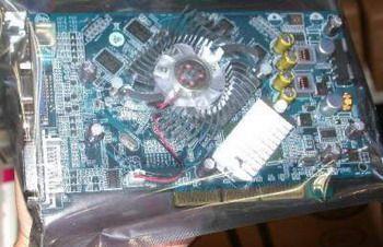 GeForce 7300 GT mit AGP-Bridge unter dem Kühlkörper