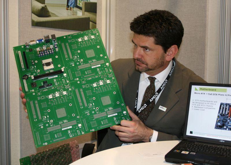 AMDs David Schwarzbach zeigt DTX Platinen