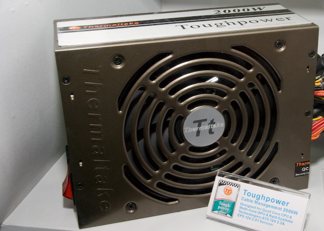 2000 Watt intern von Thermaltake