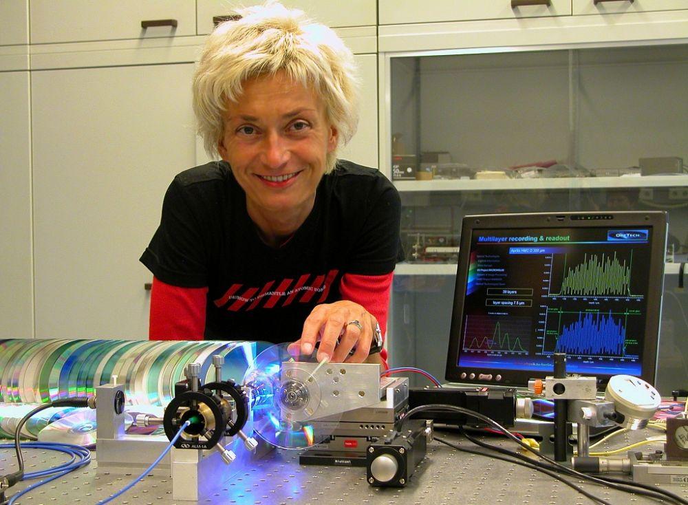 Prof. Dr. Orlic mit dem Holo-Prototyp