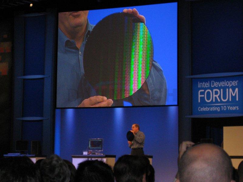 Intel zeigt 32nm Chips (Bildquelle: DailyTech)