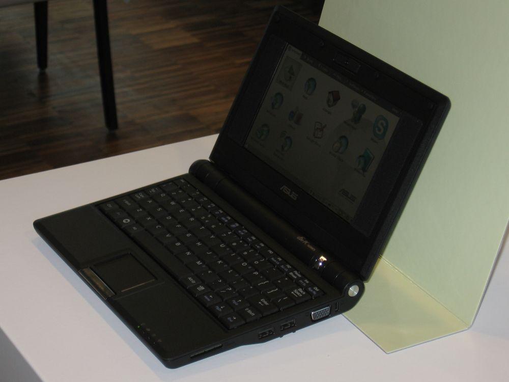 EeePC in Schwarz mit Speicherkartenslot, 2x USB und VGA-Port