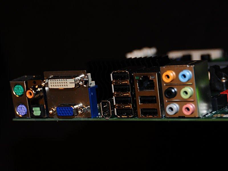 Anschlüsse eines nForce 780a SLI Mainboards