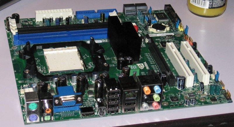 Anschlüsse GeForce 8200: u.a. mit VGA und HDMI
