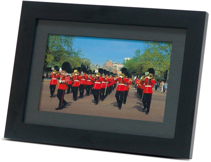 Scharfe Bilder im eleganten schwarzen Rahmen liefert der digitale ...