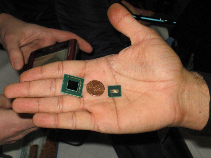 SCH und Atom CPU aus einer Hand (Intel)