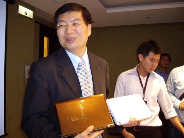 ASUS-Chef Jerry Shen mit dem S101