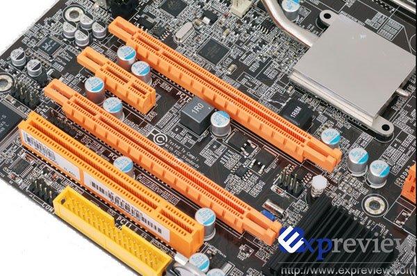 Zwei PCI Express Graphics Steckplätze