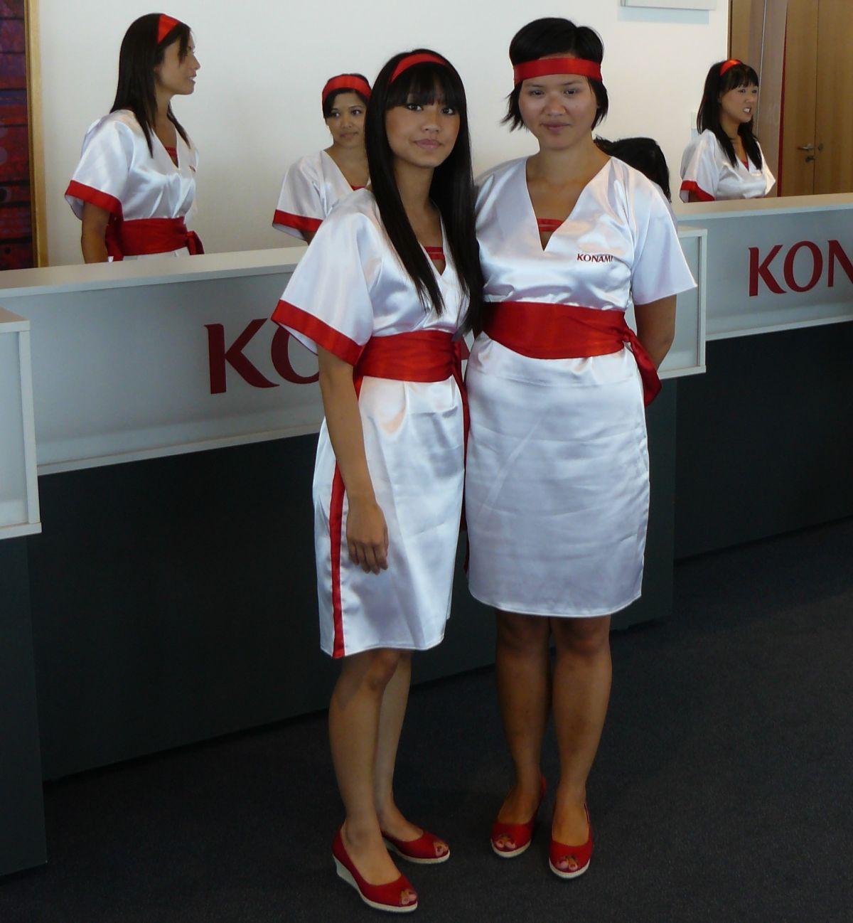 Empfangskomitee bei Konami