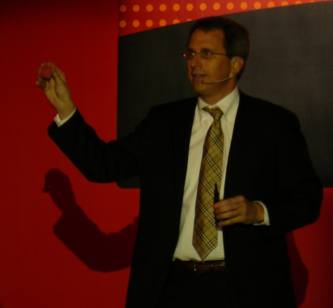 Rick Bergman von AMD zeigt Trinity APU