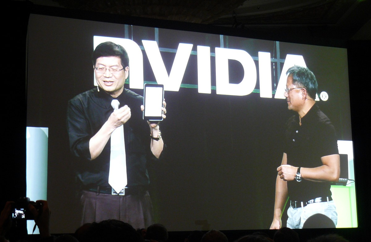 ASUS-CEO Jerry Shen zeigt 7''-Tablet mit Tegra 3