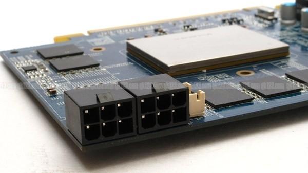Stromanschlüsse: 2x 6-Pin PCIe