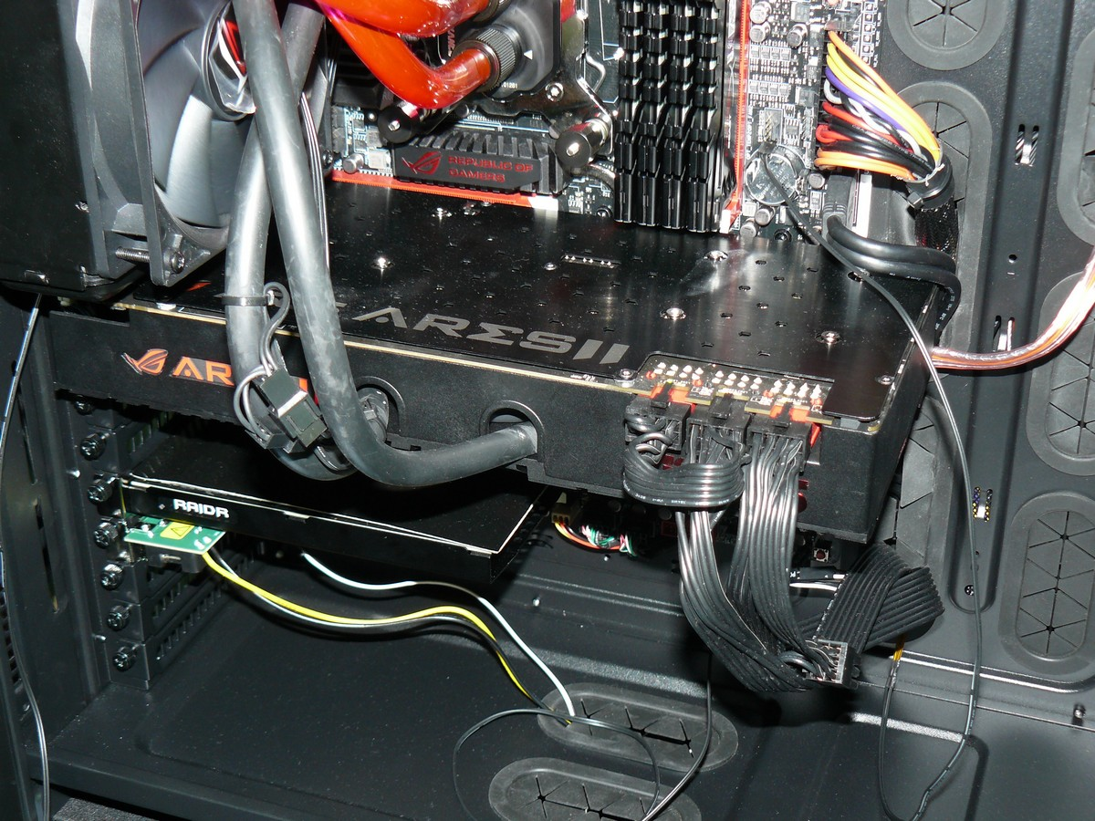 ASUS ROG Ares II in Aktion