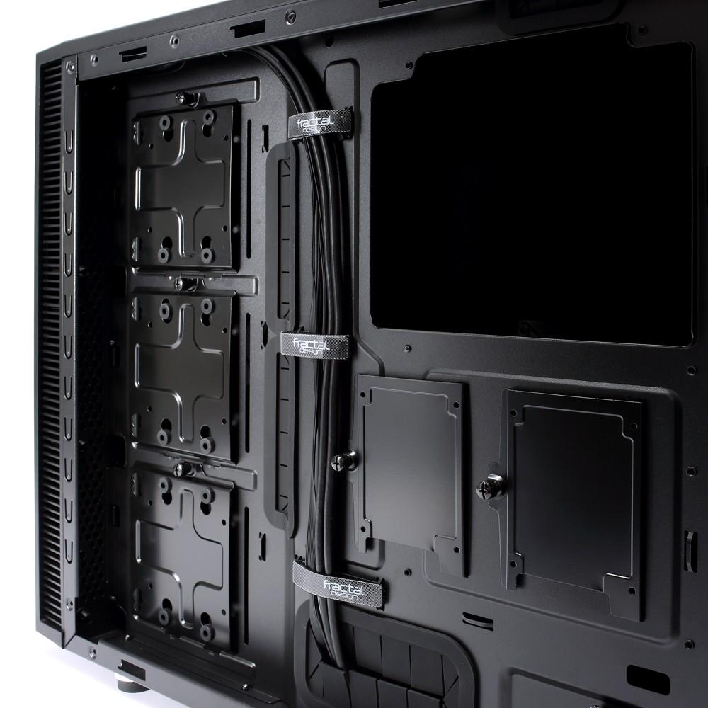 HDDs & SSDs hinter Mainboard-Träger