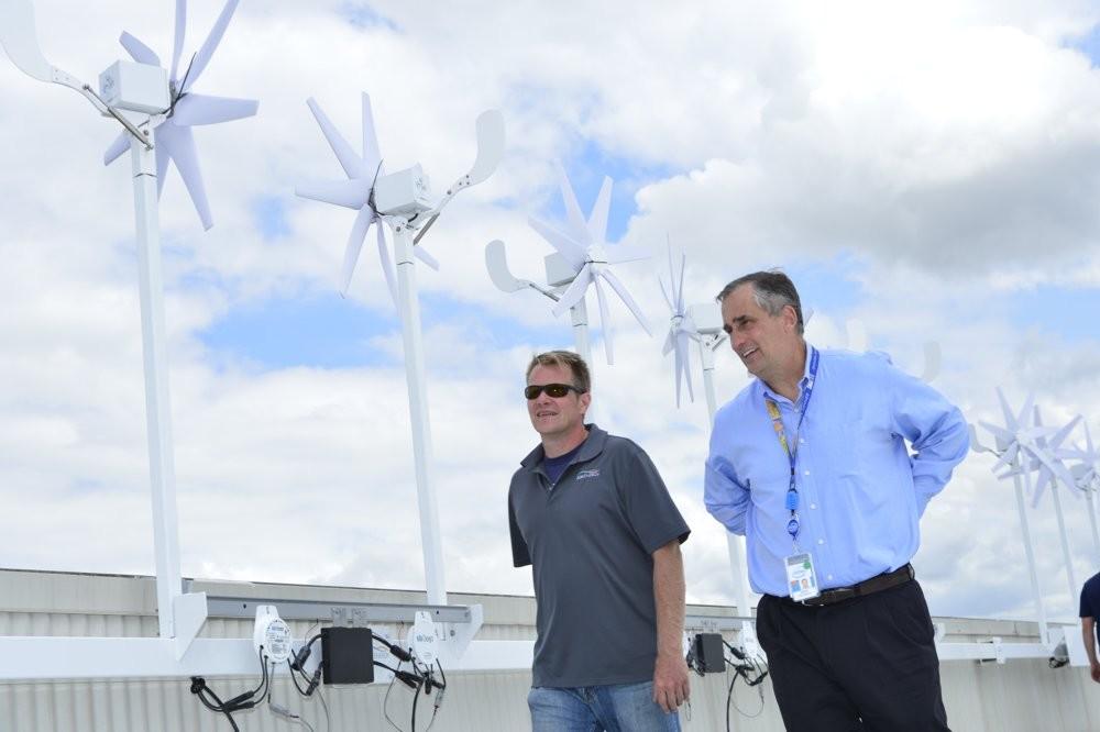 Intel-Chef Brian Krzanich besichtigt die Anlage