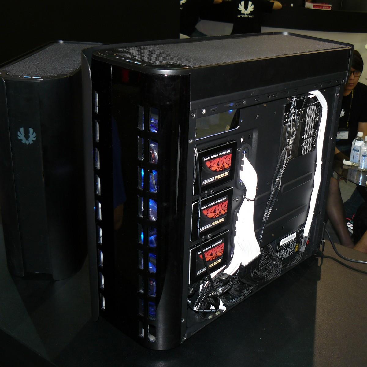 Pandora ATX: SSDs auf Träger