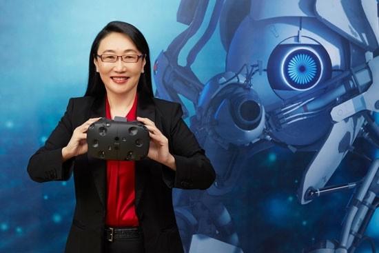 HTC-Chefin Cher Wang mit HTC Vive