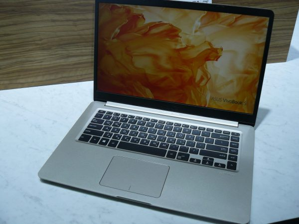 ASUS VivoBook S15 Front