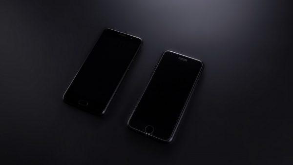 UMIDIGI G and iPhone front