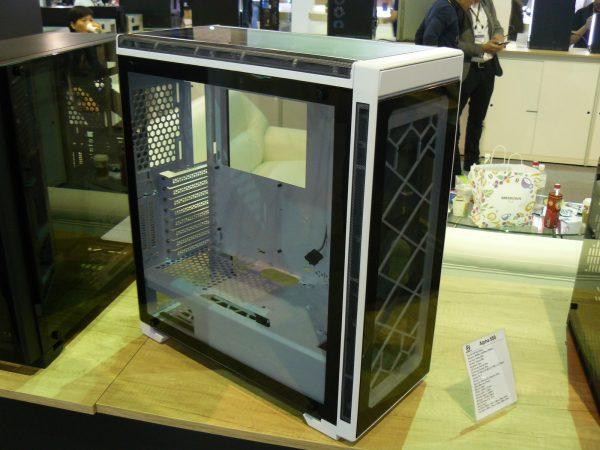 Lian Li Alpha 550