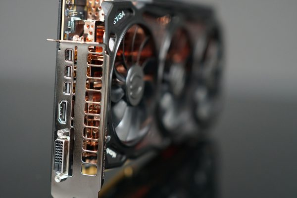 EVGA GeForce GTX 1080 Ti KINGPIN connectors